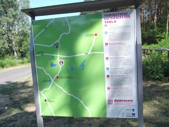 Új információs  tábla, és pihenőhely a panoráma úton.